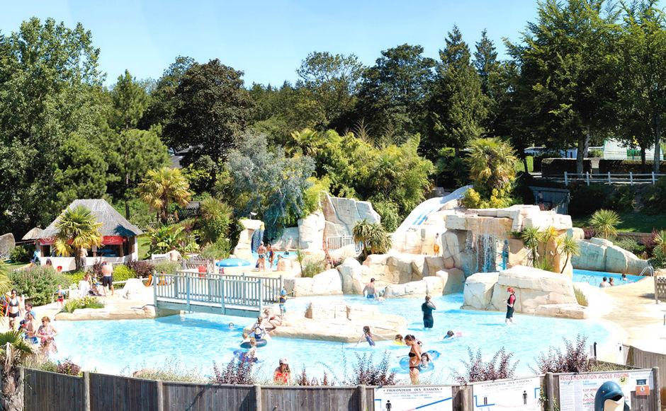 Piscine chauff e et centre aquatique couvert pr s de saint for Club piscine laval heures d ouverture