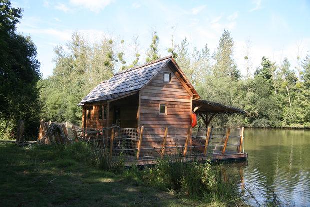 cabane sur l 39 eau en famille h bergement insolite en bretagne les ormes. Black Bedroom Furniture Sets. Home Design Ideas