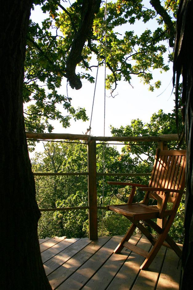 cabane chelle dans les arbres h bergement insolite en bretagne les ormes. Black Bedroom Furniture Sets. Home Design Ideas