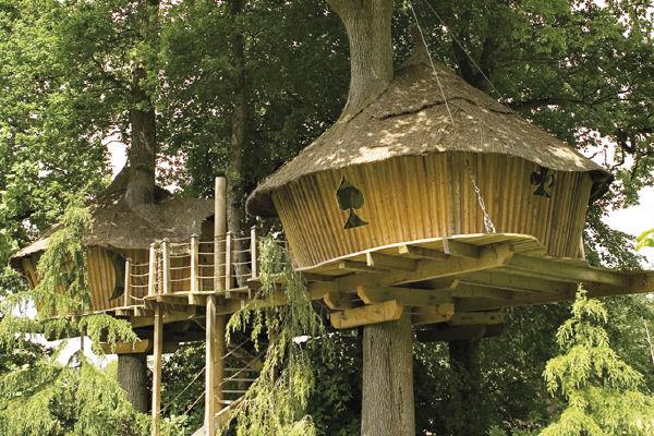 cabane dans les arbres en famille h bergement insolite. Black Bedroom Furniture Sets. Home Design Ideas